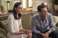 Gal Gadot Jon Hamm Keeping Up Joneses trailer